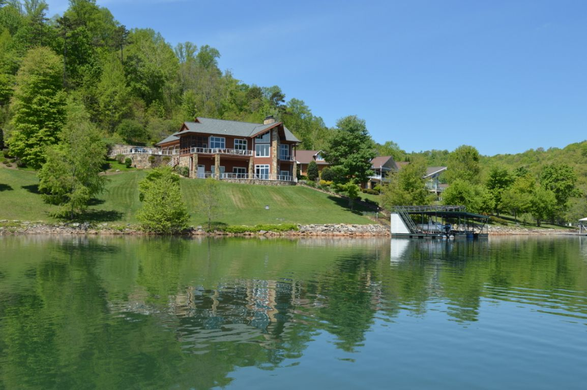 Featured lake property for East tennessee home builders